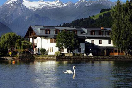 Junges Hotel am See